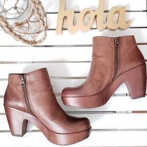 Shoes - NWT KORK-EASE Marlo Platform Bootie